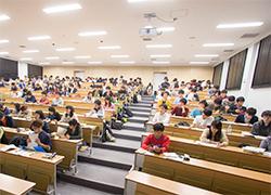 特色と沿革   法学部 School of ...