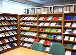 図書室   法学部 School of Law